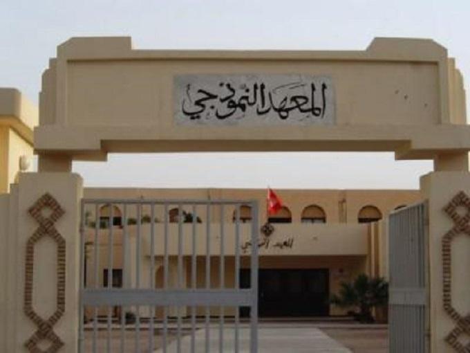 http://orientini.com/uploads/Lycees_Pilotes_Tunisie.jpg