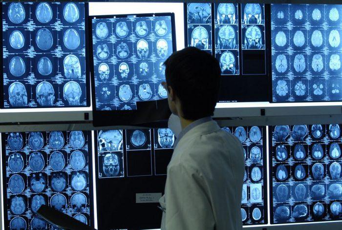 ما الفرق بين طبيب مختص في التصوير الطبي والعلاج بالأشعة وتقني في التصوير الطبي والعلاج بالأشعة ؟
